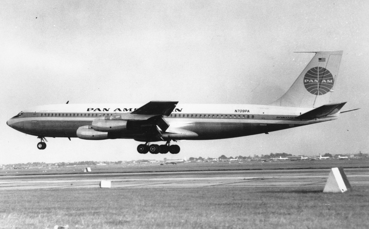Clipper America arriving at London on 8 September 1958. It was the first American-built jetliner to land in Britain. (PAHF)