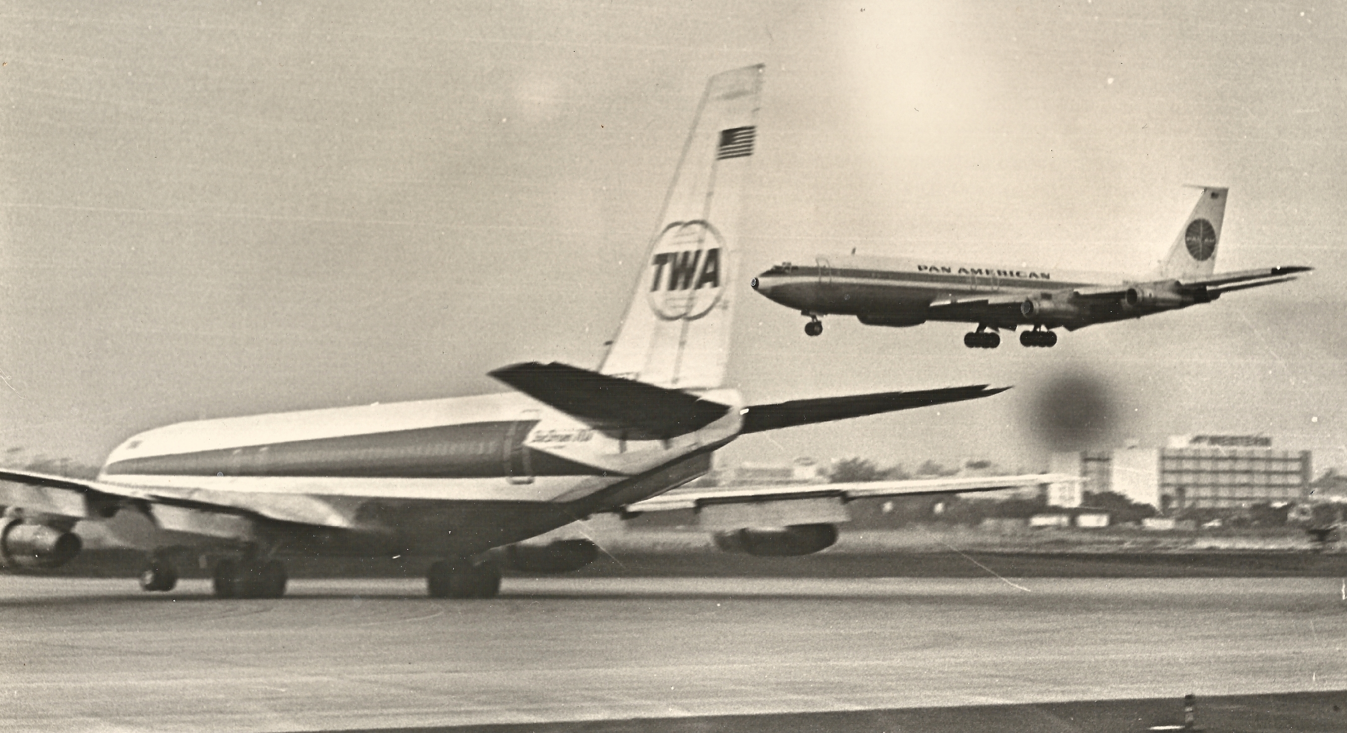 TWA and Pan American 707s at Los Angeles International Airport (Jamie  Baldwin)