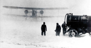 Keystone_B-6_twin-engine_airmail_plane_in_snow_storm,_1920