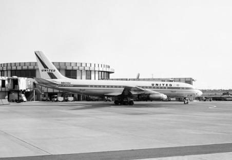 DC-8 at LAX